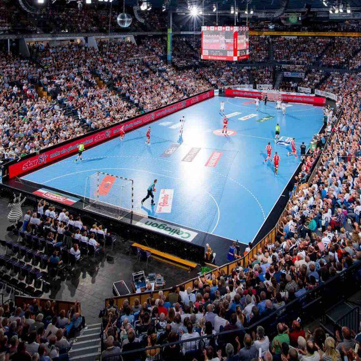 Kiel, 4. September 2018. In der DKB Handball-Bundesliga trifft der THW Kiel (weifl) auf den TBV Lemgo Lippe (blau).Die Sparkassen-Arena in der ‹bersicht.